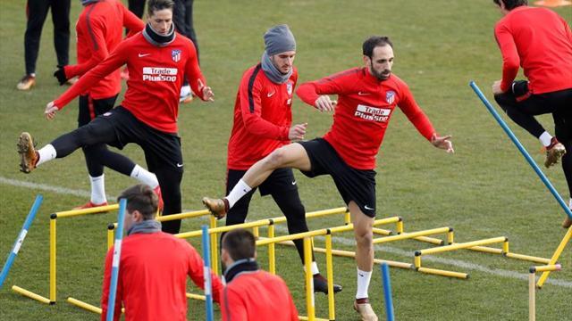 Juanfran vuelve a entrenarse con el grupo, en el que no estuvo Griezmann