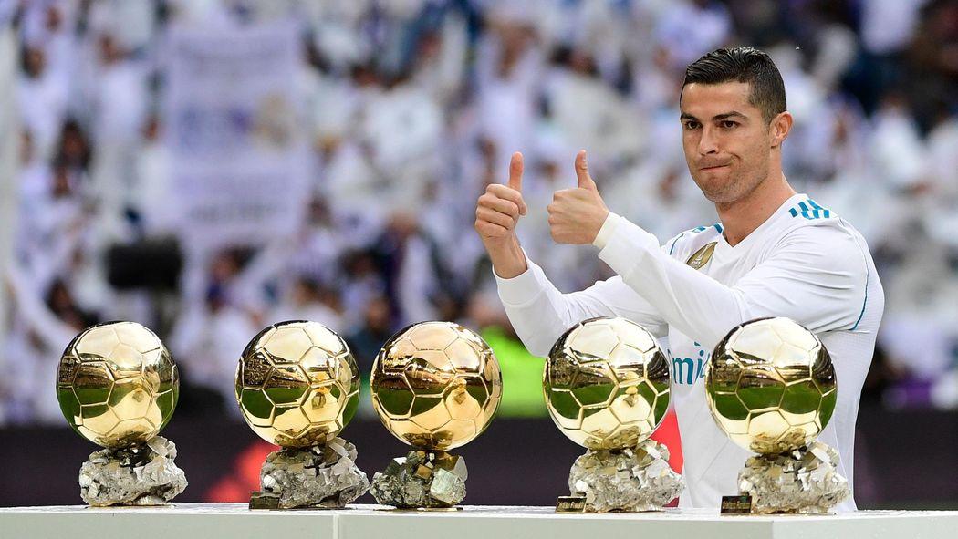 VIDEO - Ballon d Or 2017 - Cristiano Ronaldo a présenté son 5e Ballon d Or  au public madrilène - Liga 2017-2018 - Football - Eurosport da19fdd403726
