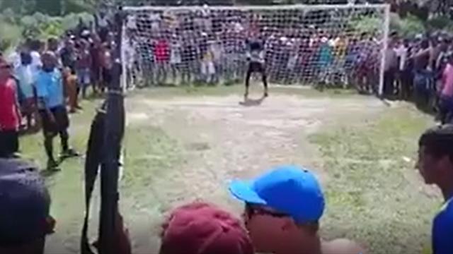 Cómo lanzar un penalti en un contexto bélico