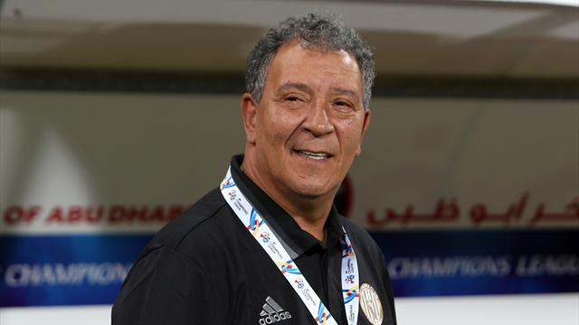 """""""Nous avons besoin de trois bus"""" : l'entraîneur d'Al-Jazira appelle Mourinho à l'aide"""