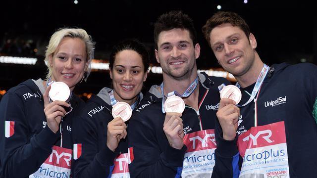 Federica Pellegrini trascina la staffetta mista 4x50 al bronzo dietro a Olanda e Russia