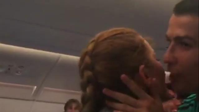 Дочь Сальгадо спела для игроков «Реала» и заработала королевский поцелуй от Роналду