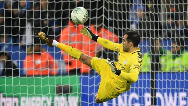 Bravo spedisce il Manchester City in semifinale: il portiere eroe ai rigori contro il Leicester