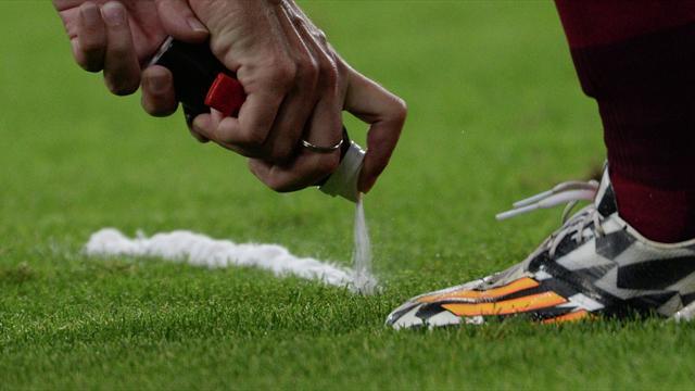 Изобретатель спрея желает отсудить уФИФА 100 млн долларов