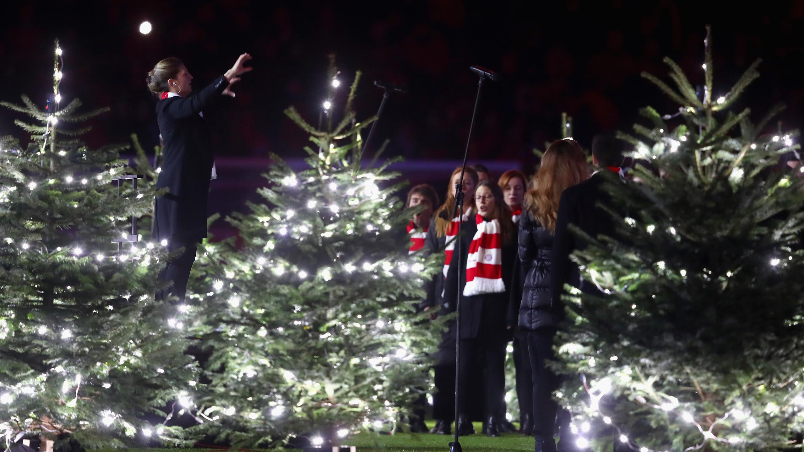 Jingle Bells in der Arena: FC Bayern feiert Weihnachten in großem ...