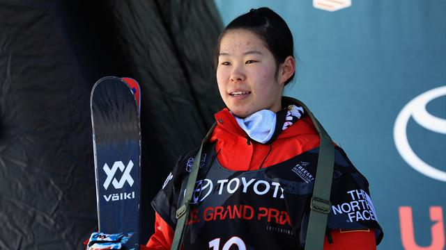 Fifteen-year-old Kexin Zhang storms to halfpipe gold