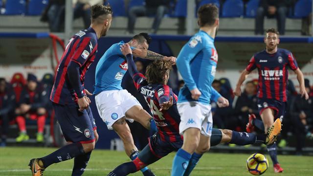 Napoli, a Crotone una maglia speciale per il record di Hamsik