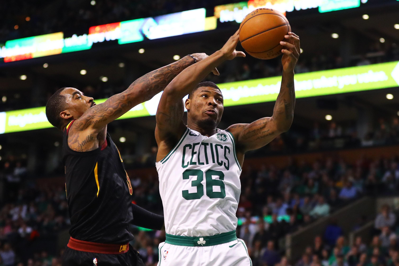 JR Smith et Marcus Smart lors de Boston - Cleveland en NBA le 3 janvier 2018