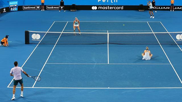 Du double mixte au simple messieurs : Federer et Sock ont fini seuls… et avec trois tweeners !