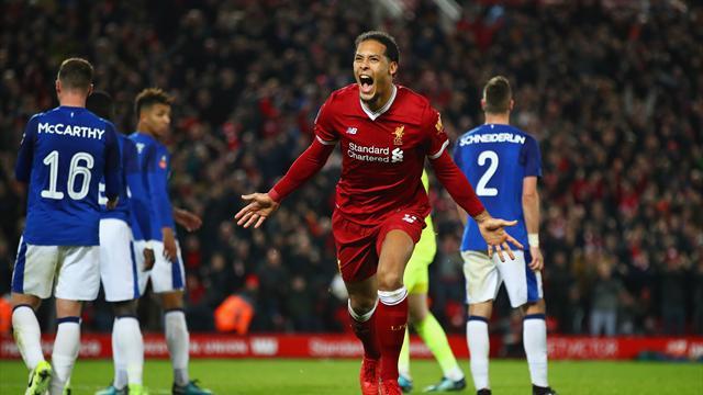 Van Dijk qualifie Liverpool pour ses débuts, United l'emporte au forceps