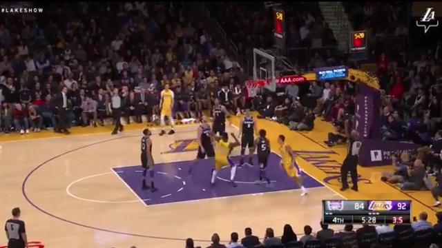 La giocata della notte: Lakers, lavoro di squadra al potere