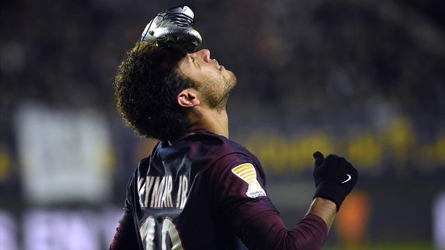 Неймар отпраздновал гол в Кубке Лиги, положив бутсу на лоб