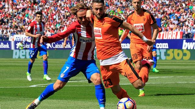 Fabián Orellana vio acción en derrota de Eibar frente a Atlético