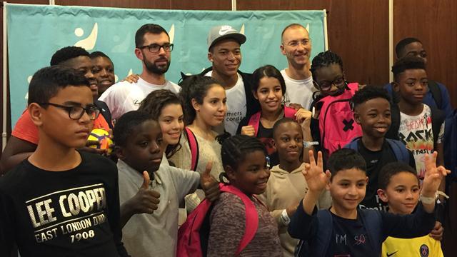 «J'en ai rêvé toute ma vie» : Quand Mbappé fait une surprise aux enfants hospitalisés de Bondy