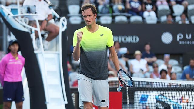 Медведев вышел в финал турнира в Сиднее