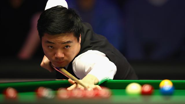 Ding and Murphy begin Players Championship with impressive wins