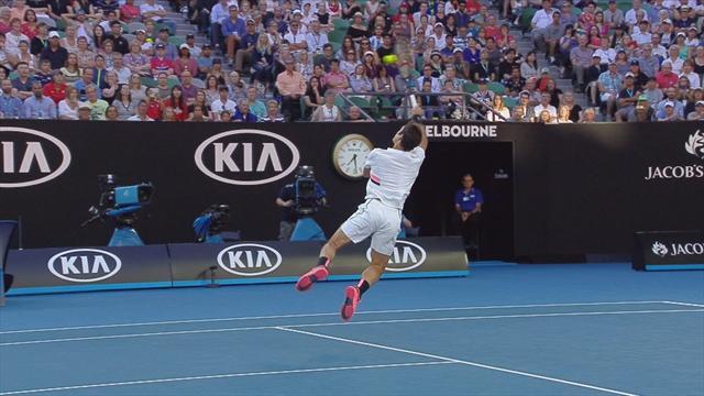 Agile et aérien, Federer a illuminé Melbourne avec cette sublime volée smashée