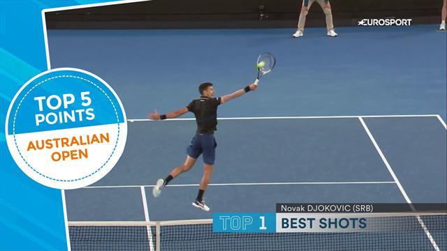 La Top 5 dei colpi del day 6: Anche Fognini nel gotha, ma la magia di Djokovic non si batte