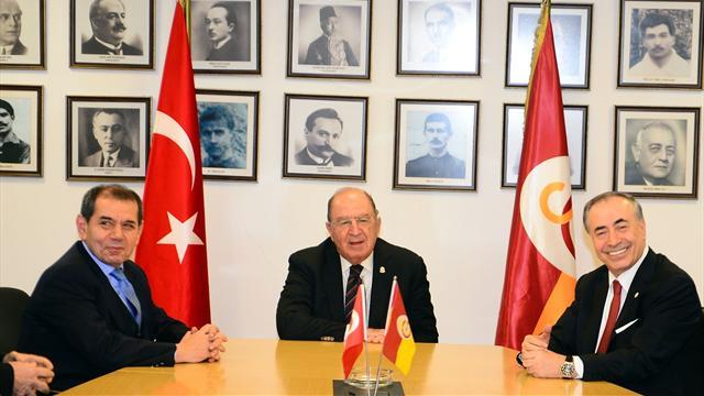 Galatasaray Divan Kurulu'nda Mustafa Cengiz-Dursun Özbek gerilimi