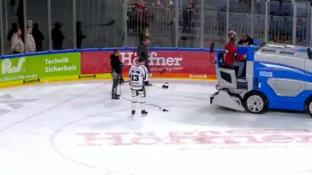 Ледовый комбайн прервал интервью хоккеиста сотличной реакцией