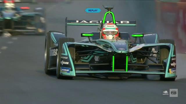 Da geht's dahin: Piquet rodelt in die Auslaufzone