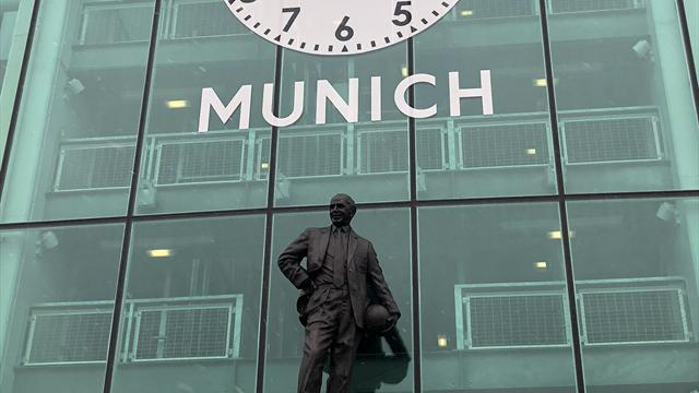 Manchester United pay tribute to victims of Munich air disaster