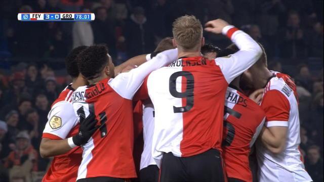 Van Persie n'a rien perdu de sa magie : une minute après son entrée, il régale déjà Feyenoord