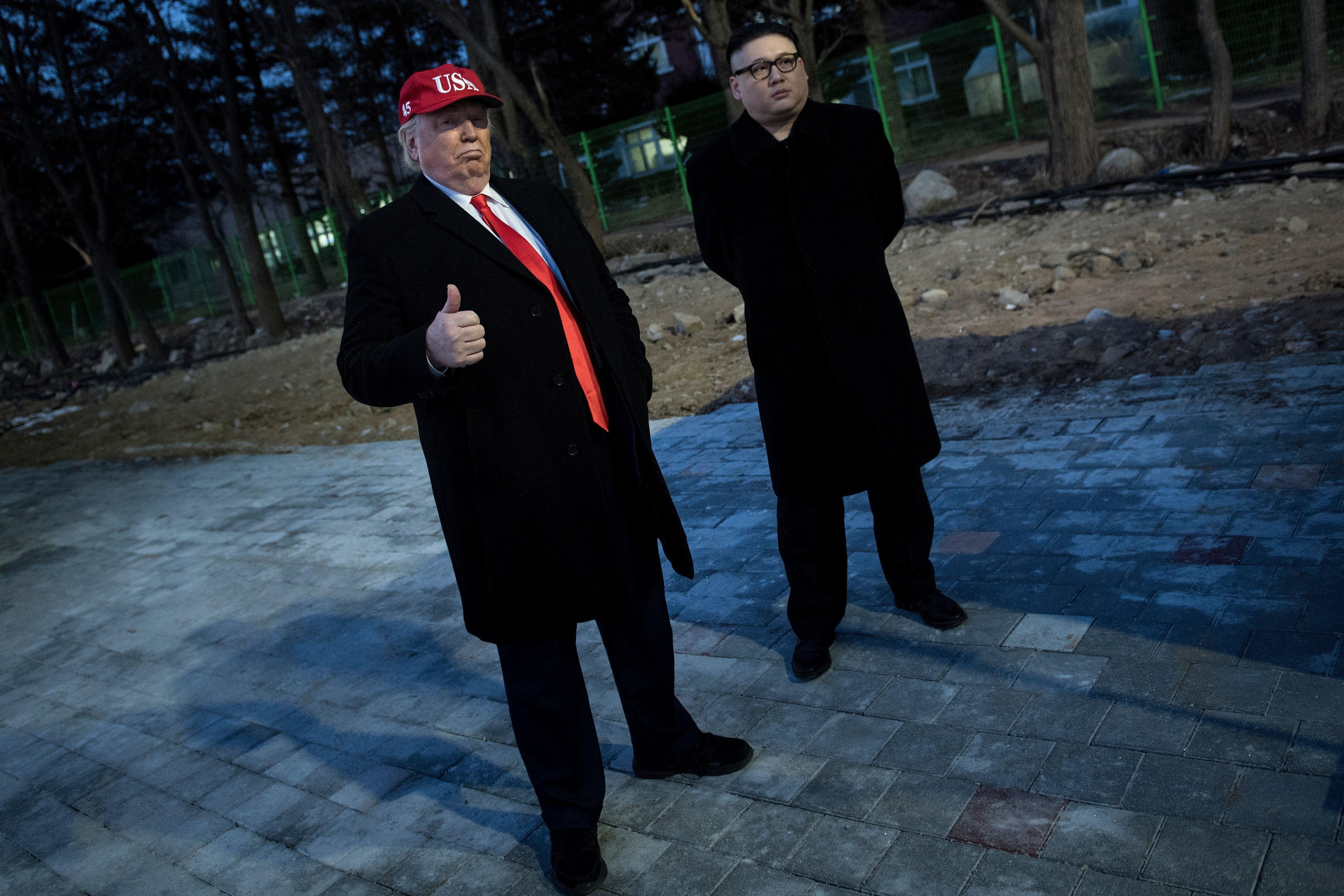 Sosies de Donald Trump et Kim Jong Un lors de la cérémonie d'ouverture des Jeux Olympiques 2018