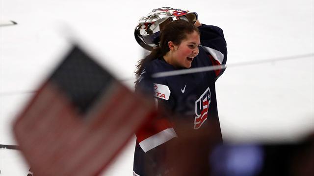 МОК запретил шлемы двух хоккеисток из США. На них нарисована Статуя Свободы