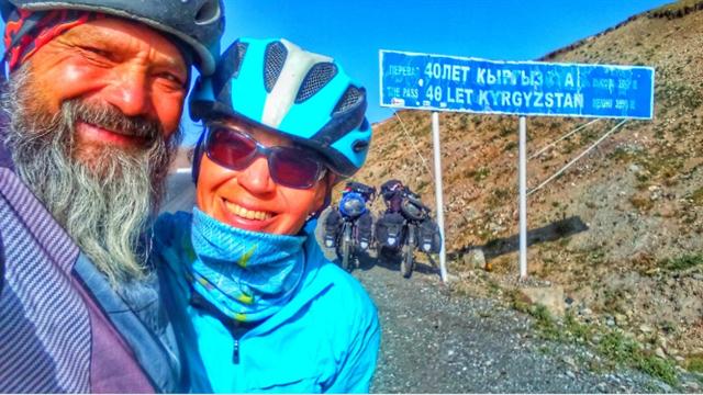 Unglaublich: Eltern von Olympia-Freestyler reisen 17.000 km mit dem Rad an