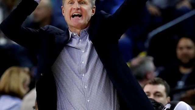"""Kerr atribuye  a un """"mundo enfermo"""" la crítica por dejar a sus jugadores que se dirigiesen"""