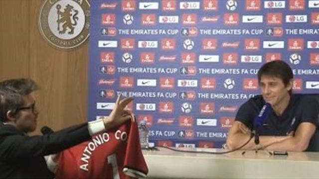 """Witziger Clip: Conte lehnt """"Geschenk"""" von Mourinho ab"""