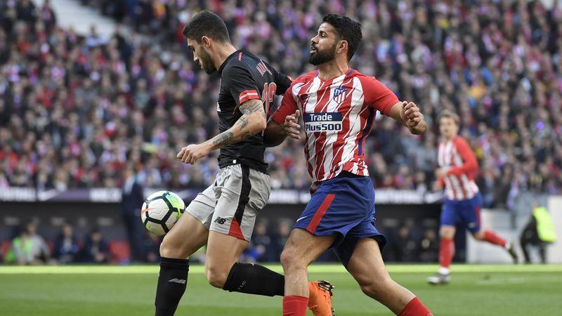 Unai Núñez à la lutte avec Diego Costa