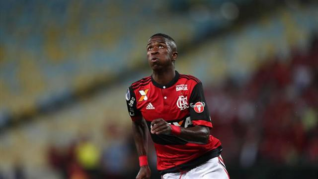 Vinicius lesionó a un rival tras hacer una gran regate — Puro talento