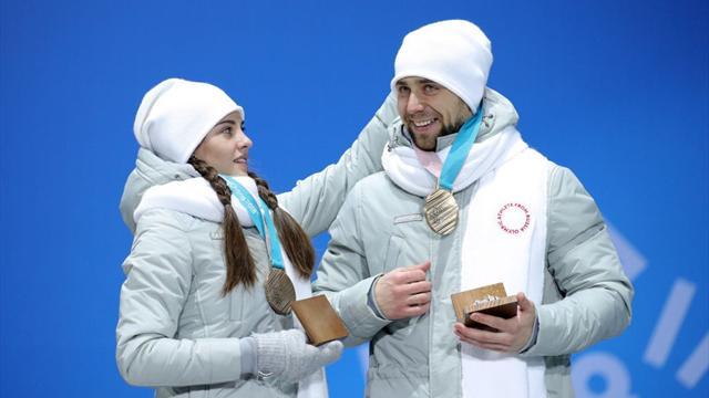 Abandonan PyeongChang devolviendo sus medallas calcando el caso Sharapova