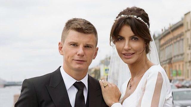 Супруга Аршавина полностью возместила «Аэрофлоту» убытки за задержку рейса
