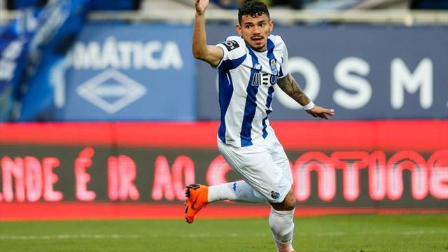 Herrera y Corona presentes en remontada del Porto