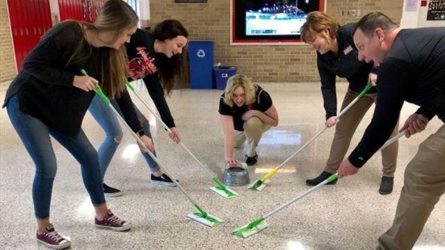 Wischen possible: Der Curling-Wahn ist ausgebrochen