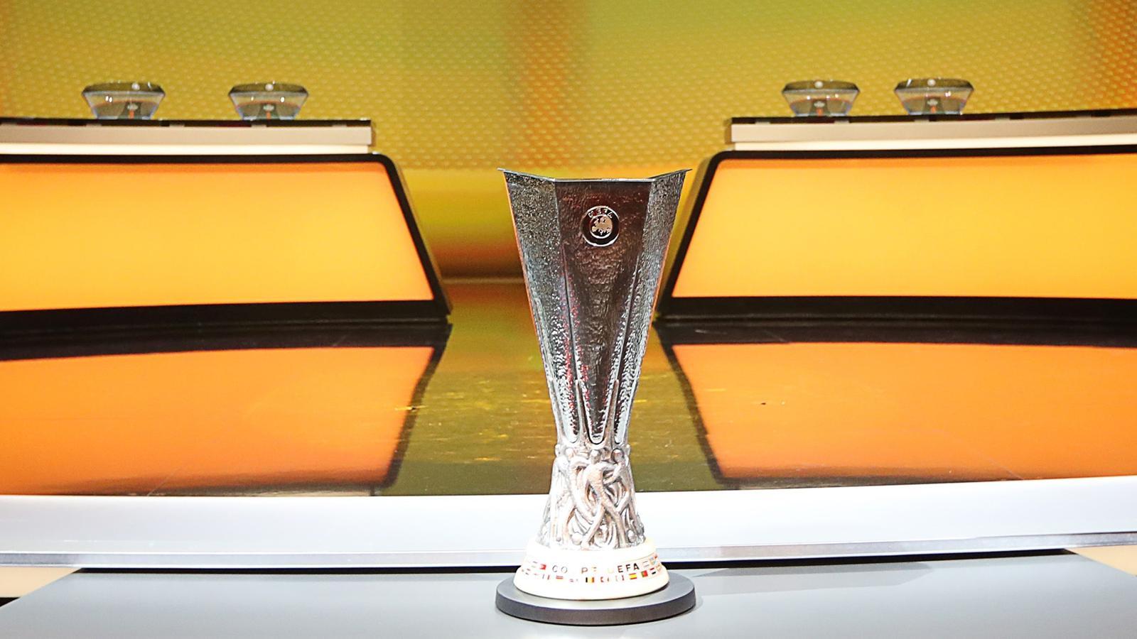 De UEFA Europa League is een jaarlijks door de UEFA georganiseerde voetbalbekercompetitie die in het seizoen 200910 van start ging als vervanging van de UEFA Cup