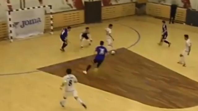 Иранский легионер «Кайрата» потанцевал вокруг вратаря и забил ударом спиной к к воротам