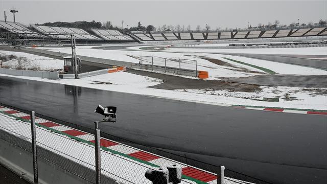La sortie de piste d'Alonso — Photos