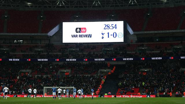"""VAR, è ancora FIFA contro UEFA. Infantino: """"Trasparenti""""; Ceferin: """"Arbitri non pronti"""""""