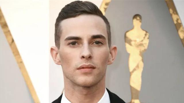 Фигурист-гей пригнал на церемонию «Оскара» в костюме с кожаными ремнями и всех сразил