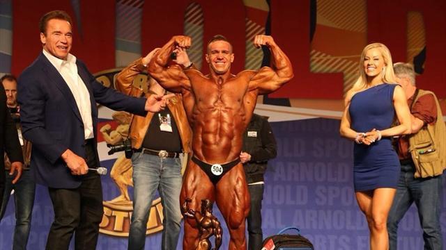 Бодибилдер из Узбекистана выиграл Arnold Classic и получил приз из рук самого Шварценеггера