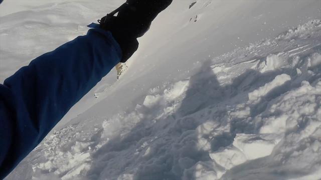 Ливанский сноубордист чудом выжил при спуске во время лавины. Он все заснял