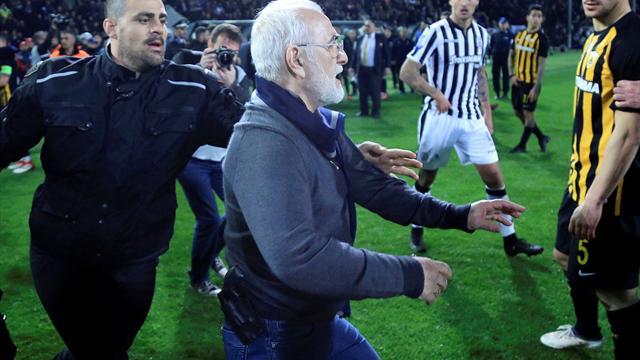 """""""Je présente mes excuses"""" : le président du PAOK fait son mea culpa après son irruption armée"""