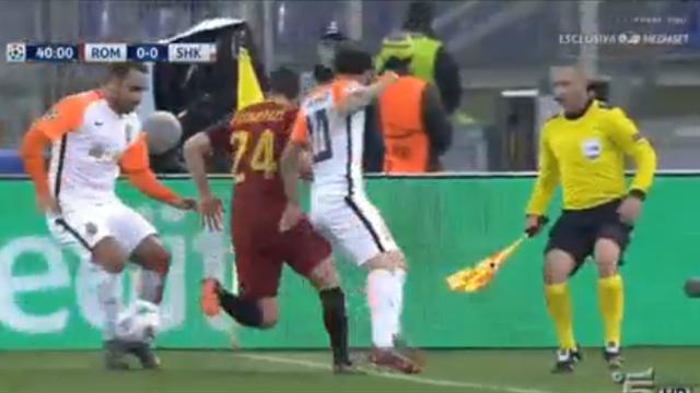 Лучший момент матча «Рома» – «Шахтер». Флоренци убрал двух соперников императорским финтом