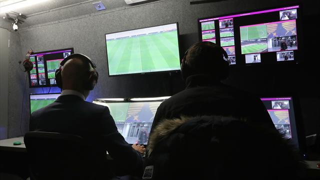 Addio VAR allo stadio? La Serie A pensa a una centrale unica: i pro e i contro