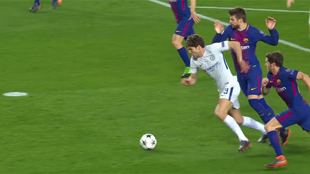 La moviola di Barcellona-Chelsea: contatto Piqué-Alonso, manca un penalty ai Blues