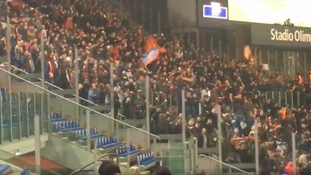 Фанат «Ромы» приперся на матч с «Шахтером» с флагом ДНР